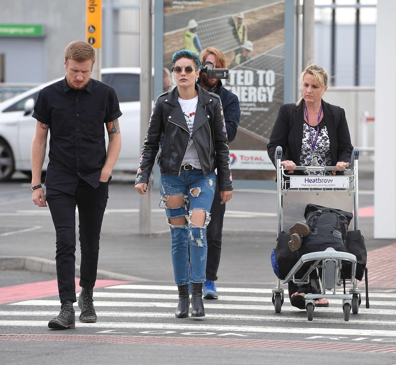 Halsey 2015 : Halsey: Heathrow airport -11