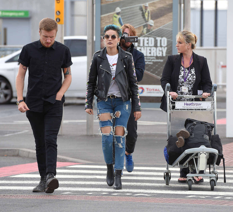 Halsey 2015 : Halsey: Heathrow airport -12
