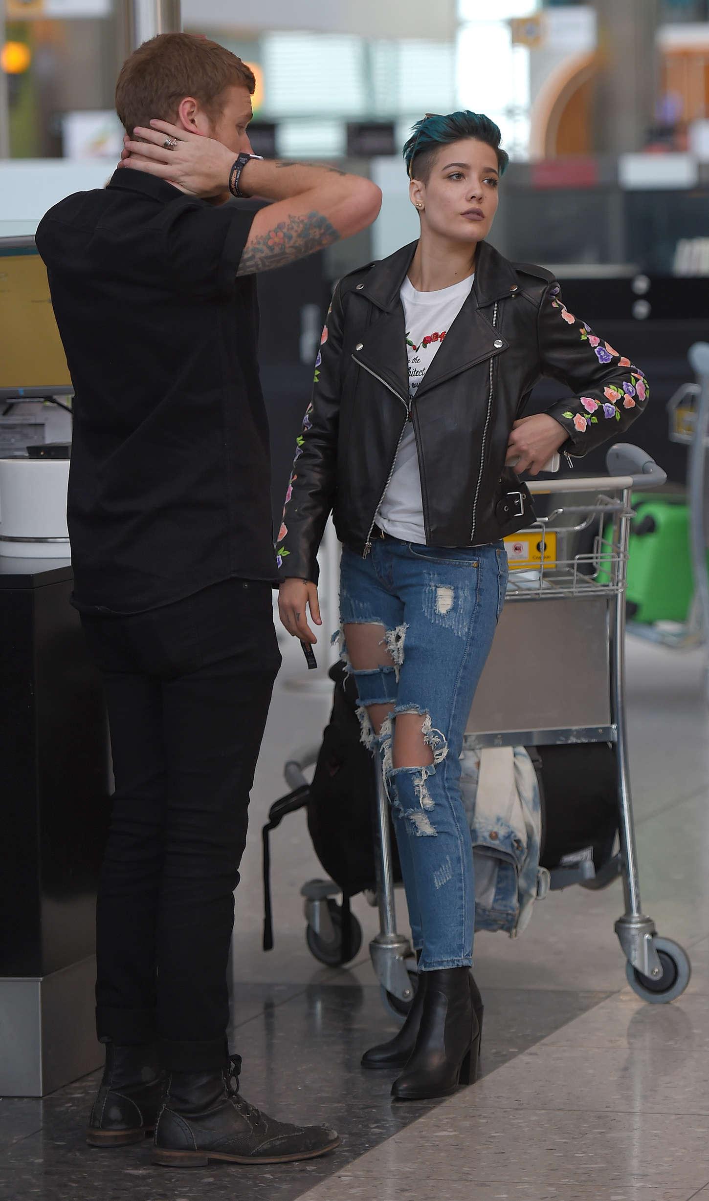 Halsey 2015 : Halsey: Heathrow airport -18