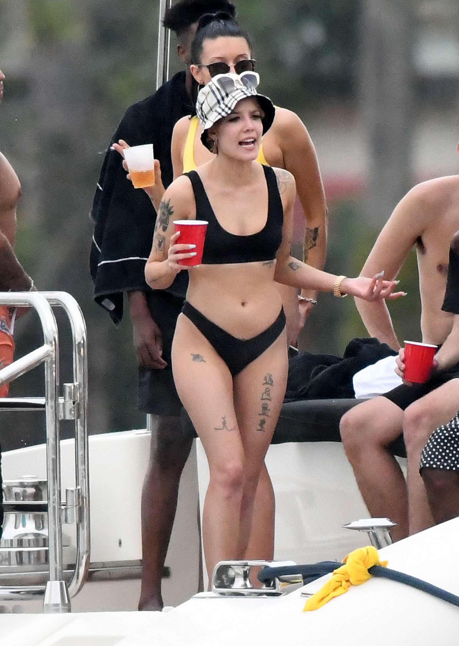 Bikini Halsey nudes (88 photo), Sexy, Cleavage, Feet, butt 2015