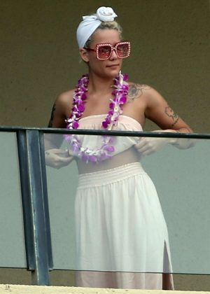 Halsey - On the balcony of her hotel in Maui