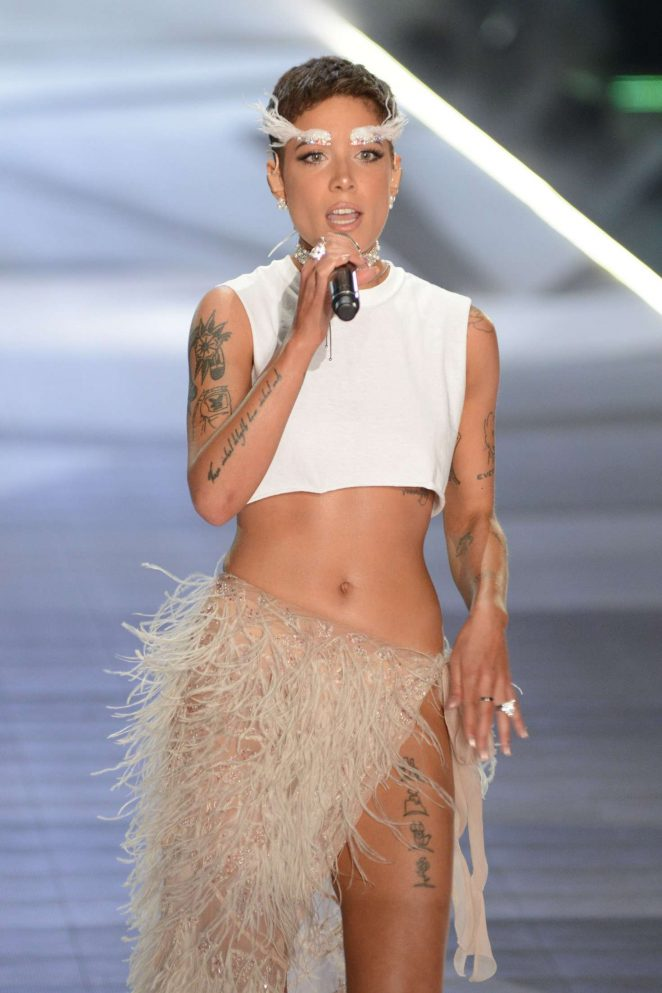 b7760ea097 Halsey – Performs at 2018 Victoria s Secret Fashion Show in NYC ...