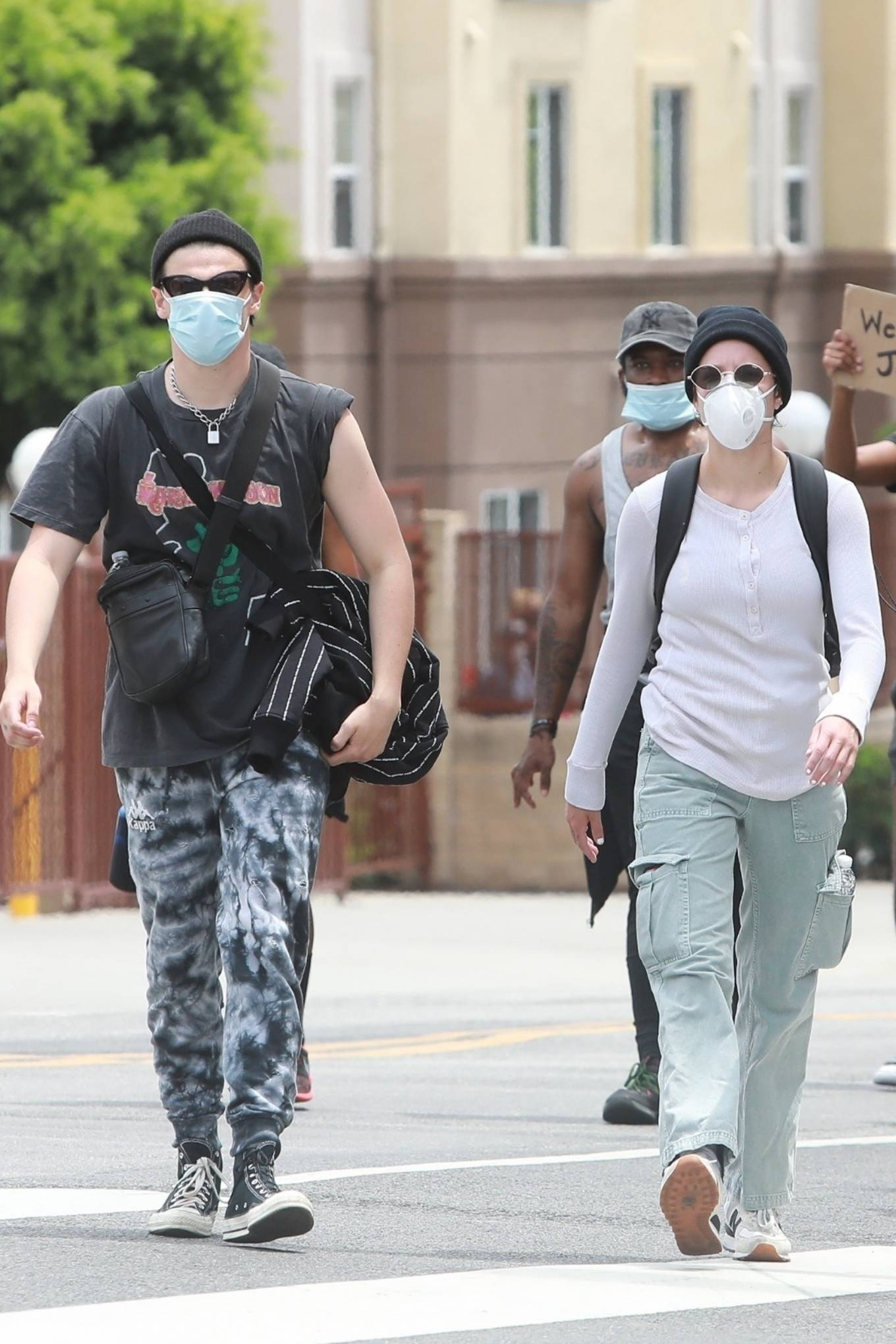 Halsey 2020 : Halsey – Protesting with Yungblud in Hollywood-05