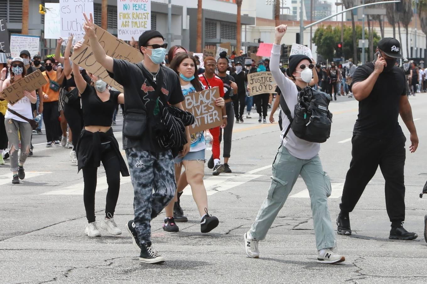 Halsey 2020 : Halsey – Protesting with Yungblud in Hollywood-08
