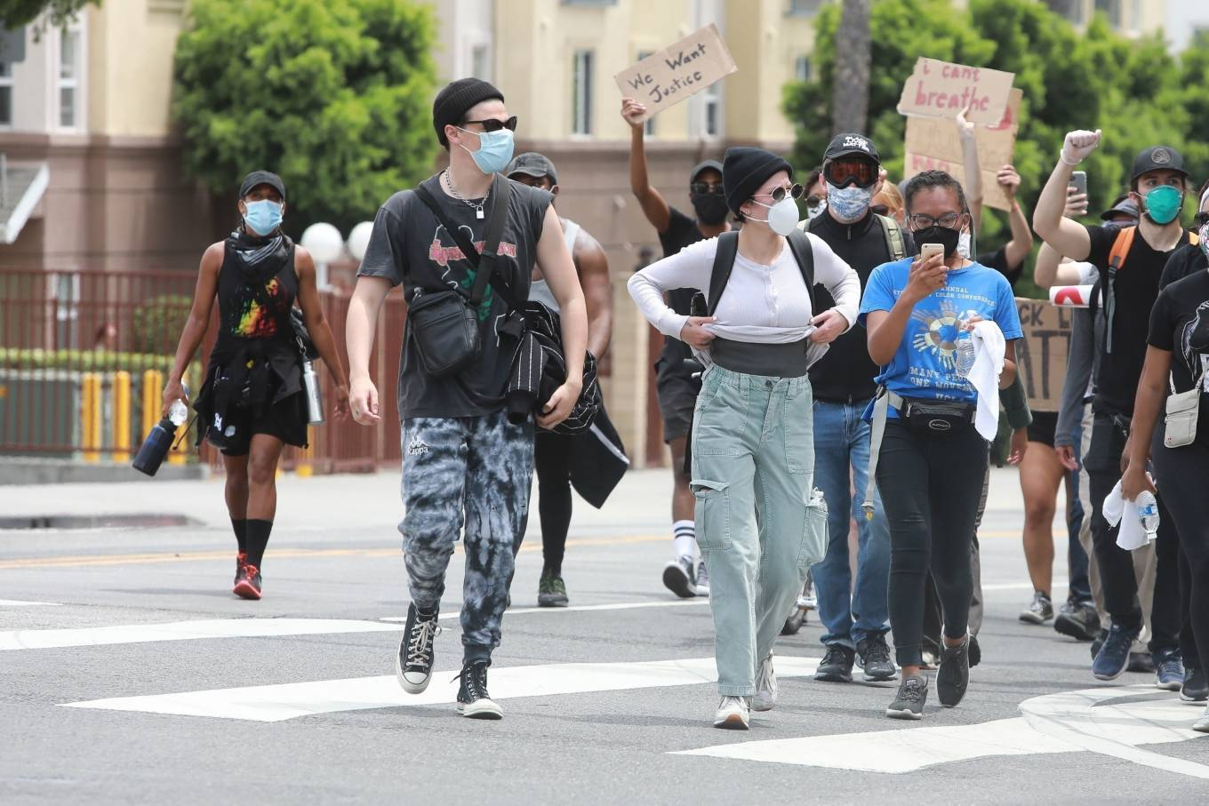 Halsey 2020 : Halsey – Protesting with Yungblud in Hollywood-15