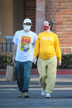 Halsey - Seen with her boyfriend Alev Aydin at Ralphs in Malibu