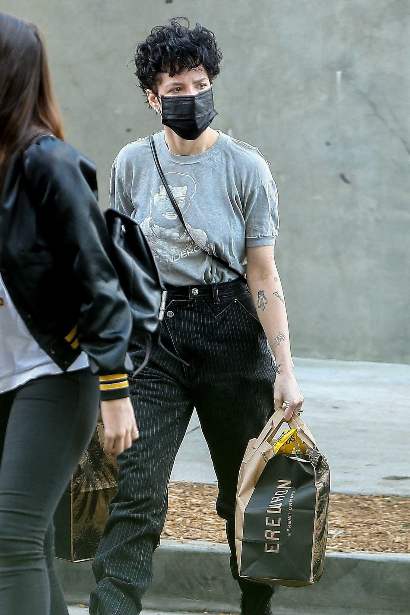 Halsey 2020 : Halsey – Shopping at Erewhon Market in Los Angeles-01