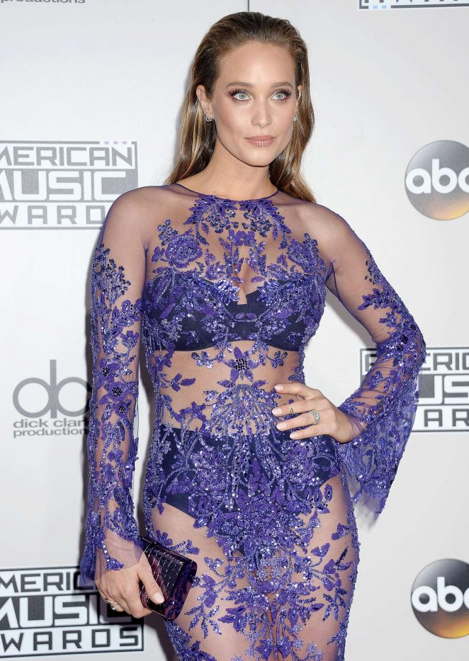 Hannah Davis - 2016 American Music Awards in Los Angeles