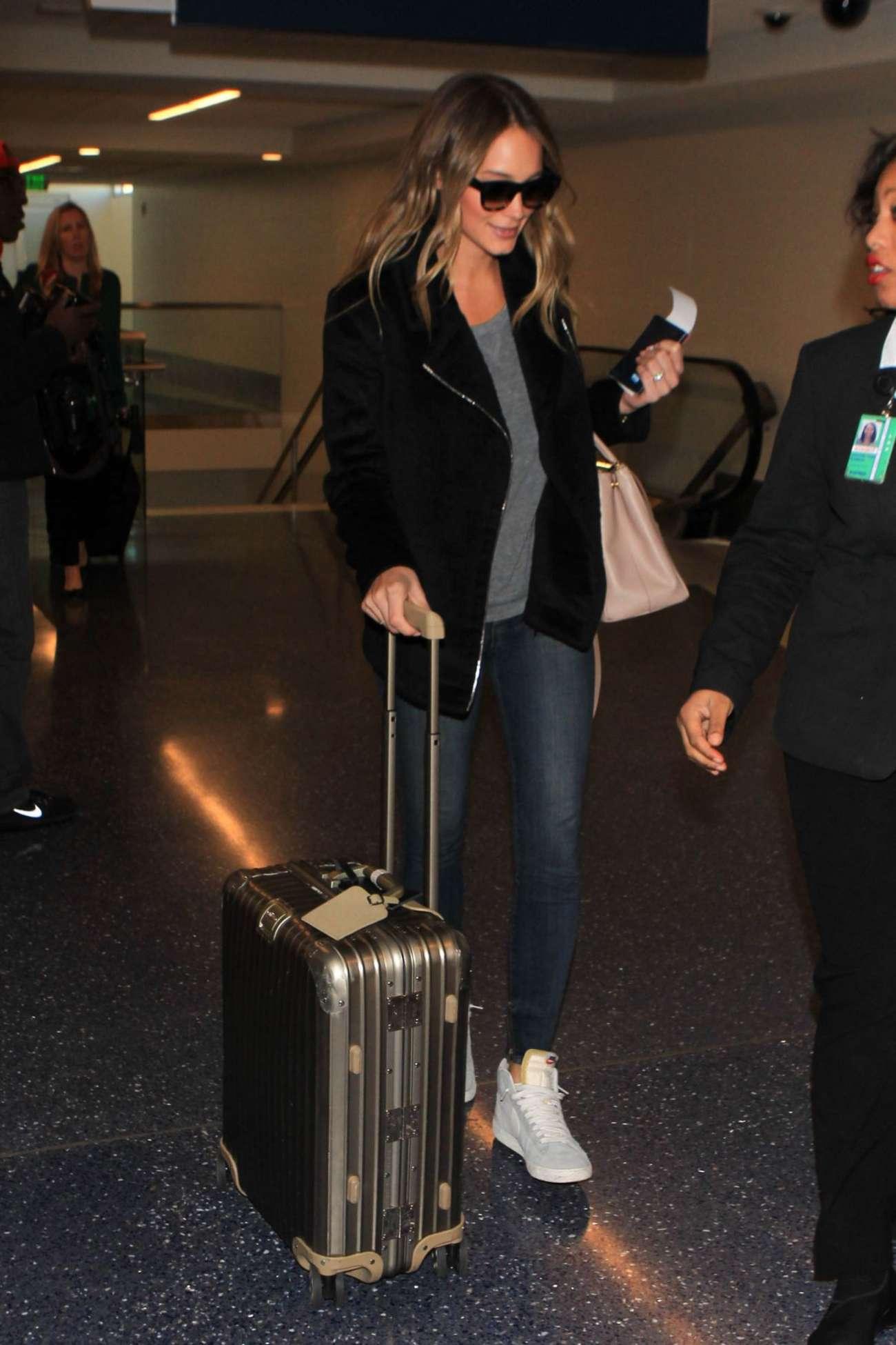 Hannah Davis 2015 : Hannah Davis in Jeans at LAX Airport -03