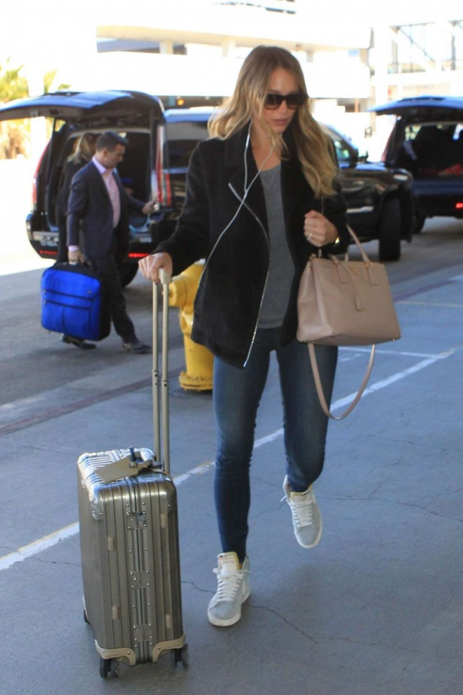 Hannah Davis in Jeans at LAX Airport in Los Angeles