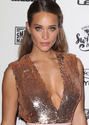 Hannah Davis - Sports Illustrated Celebrates Swimsuit 2016 VIP Red Carpet Event in NY