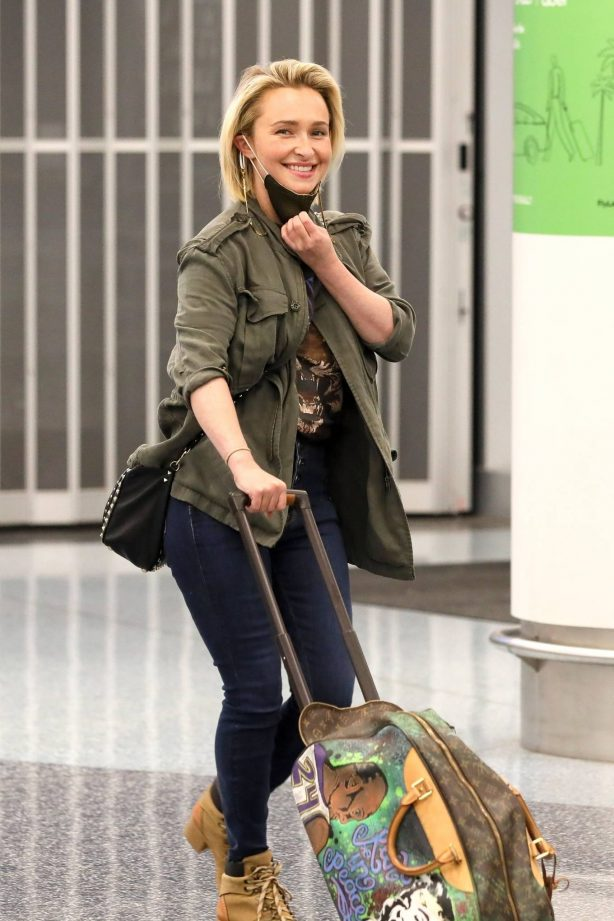 Hayden Panettiere - Spotted at LAX