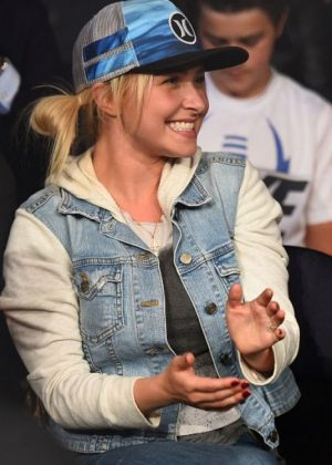 Hayden Panettiere - UFC Fight at Bridgestone Arena in Nashville