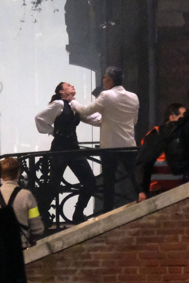 Hayley Atwell - Filming a fight scene on the set of 'Mission Impossible 7' in Venice