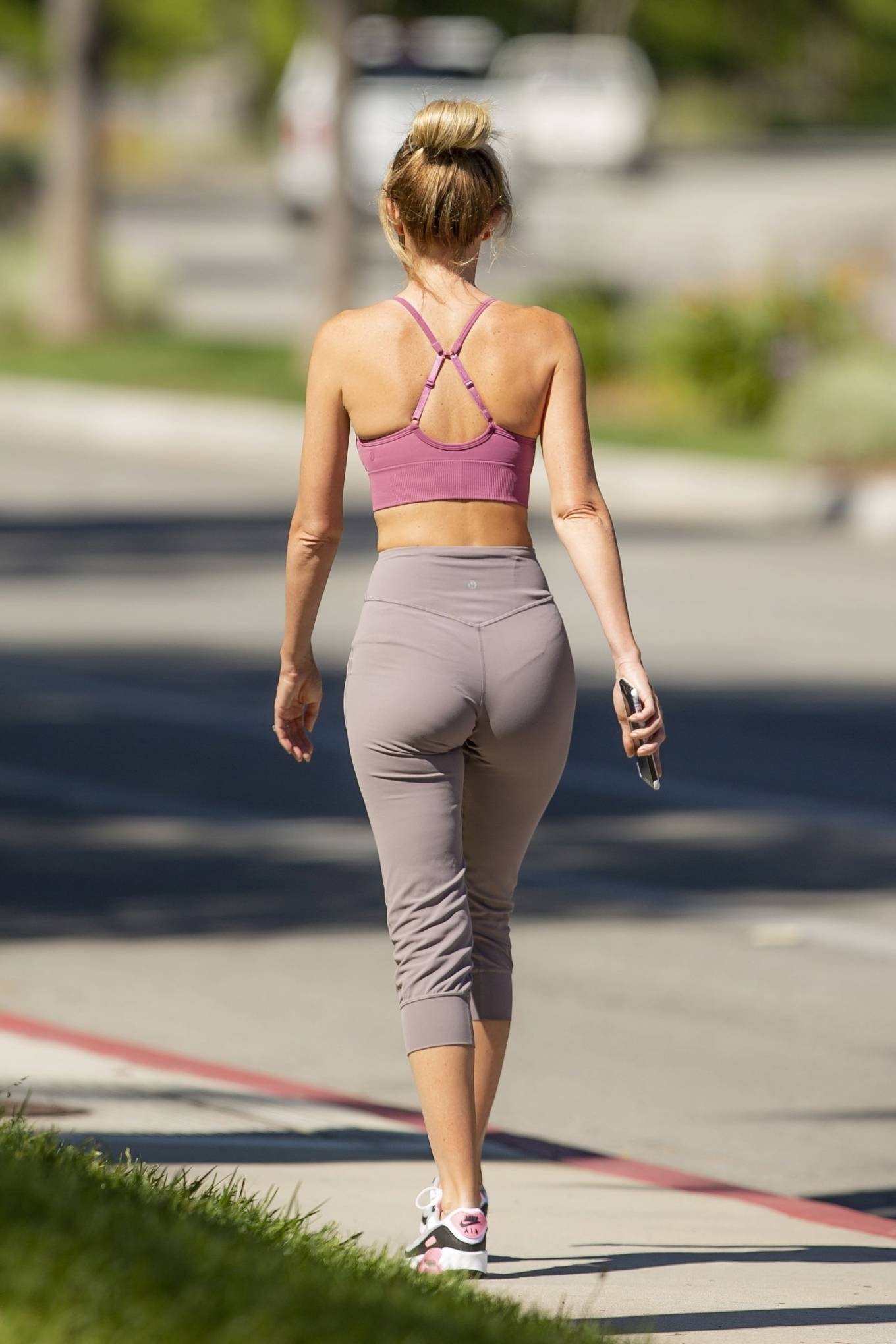 Hayley Roberts Hasselhoff 2020 : Hayley Roberts Hasselhoff in Tights and Sports Bra – Out in Calabasas-02