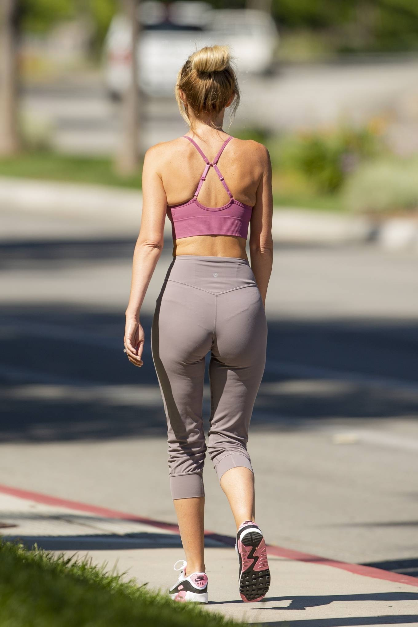 Hayley Roberts Hasselhoff 2020 : Hayley Roberts Hasselhoff in Tights and Sports Bra – Out in Calabasas-05