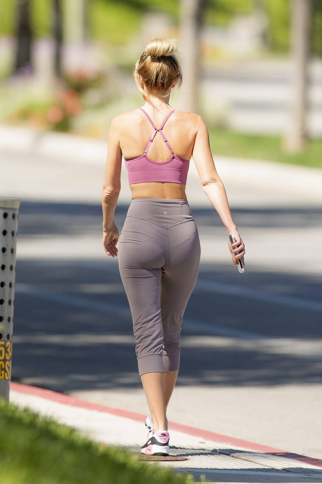 Hayley Roberts Hasselhoff 2020 : Hayley Roberts Hasselhoff in Tights and Sports Bra – Out in Calabasas-10