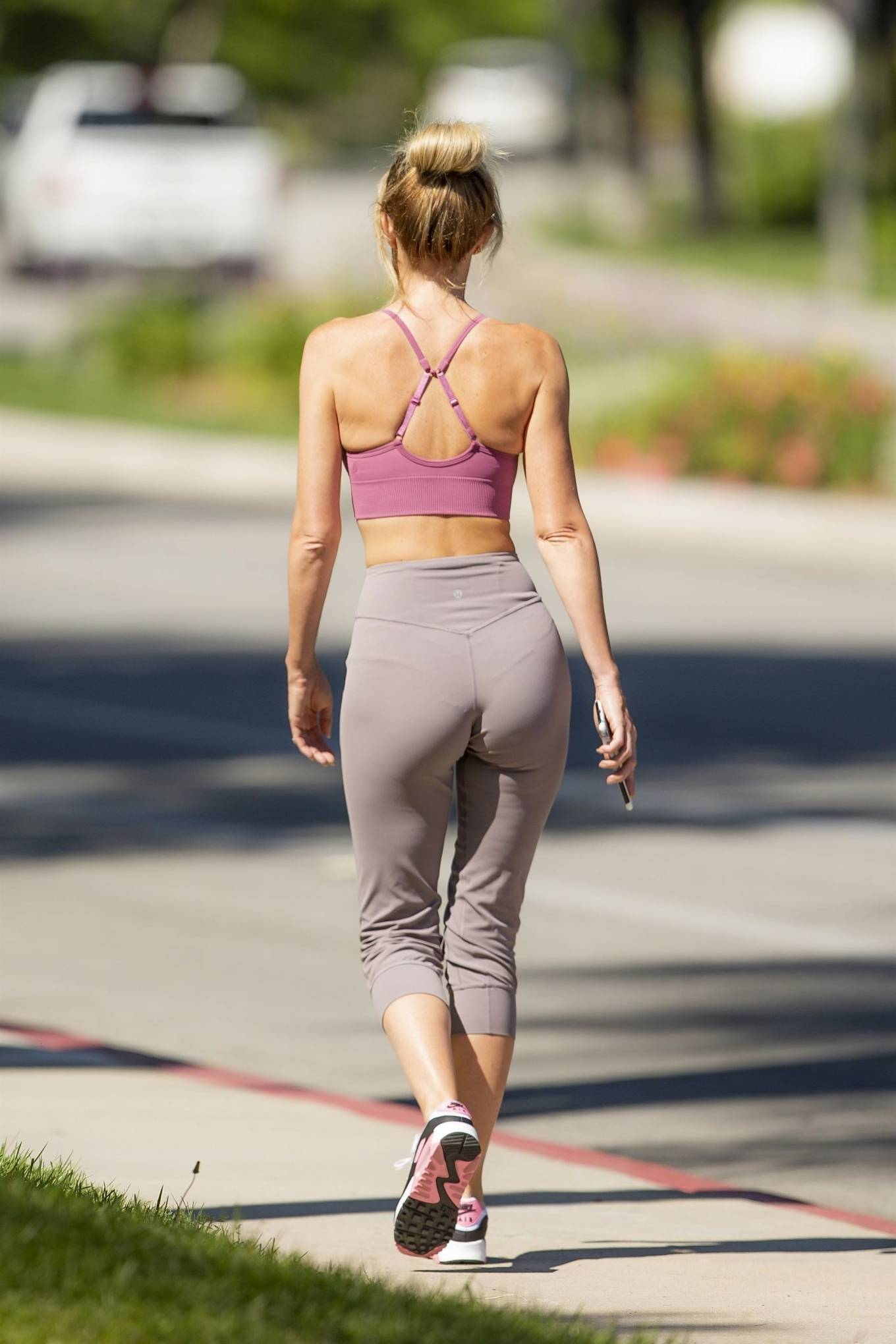 Hayley Roberts Hasselhoff 2020 : Hayley Roberts Hasselhoff in Tights and Sports Bra – Out in Calabasas-12