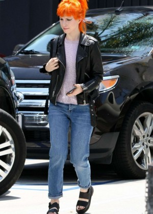 Hayley Williams in Jeans -05