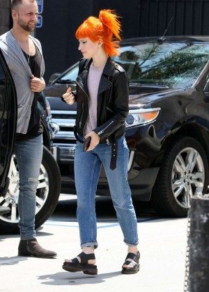 Hayley Williams in Jeans -07