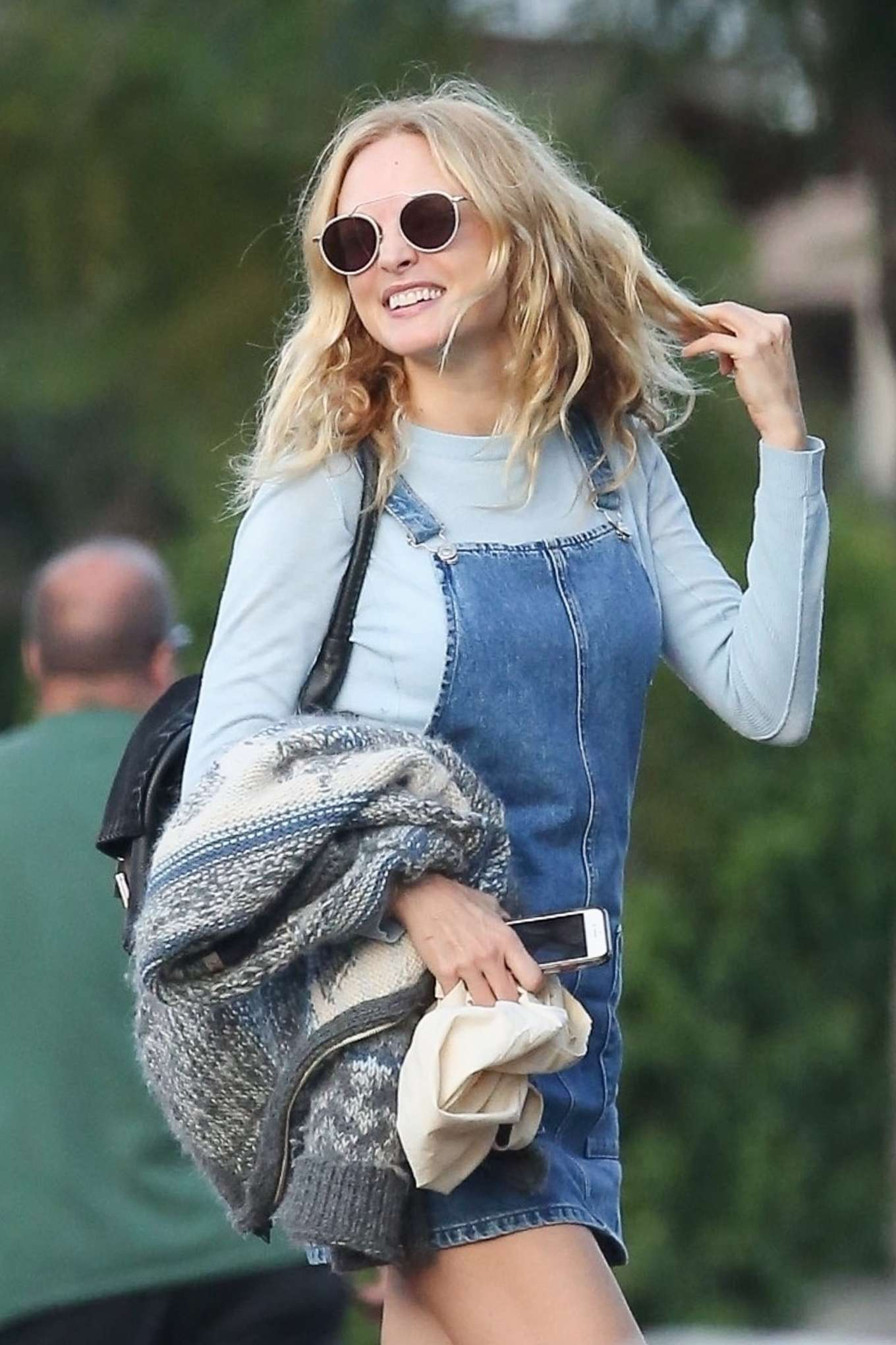 Heather Graham - Having lunch with a friend in Los Feliz