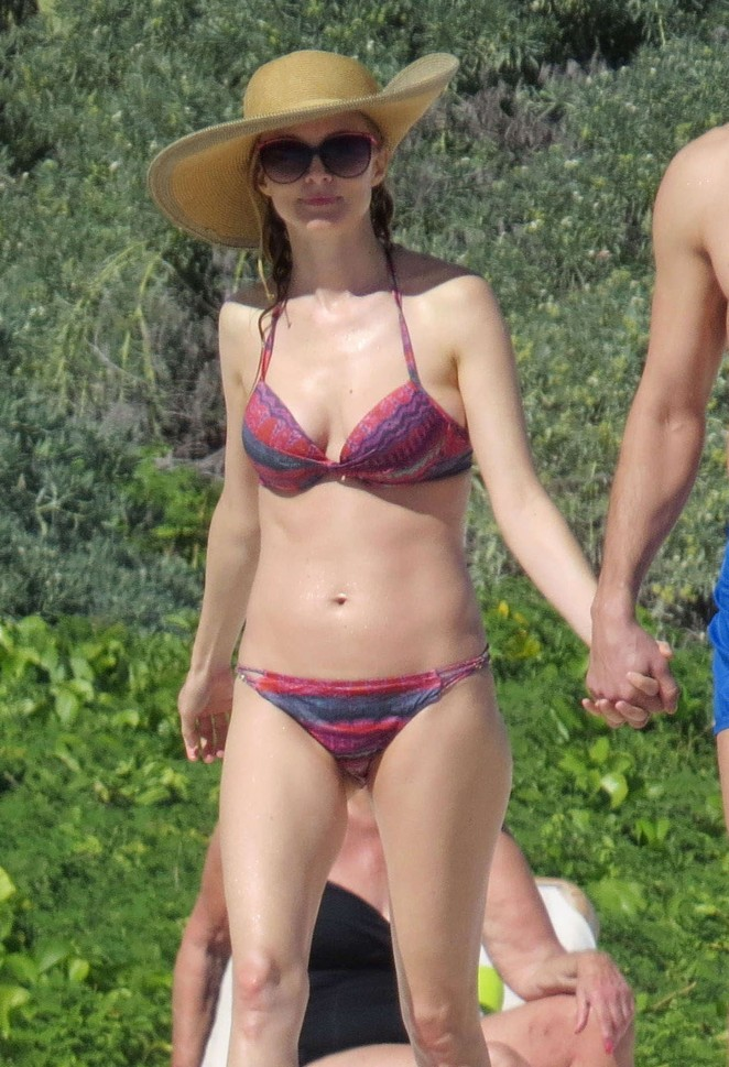 Heather Graham -in Bikini on the beach in Mexico