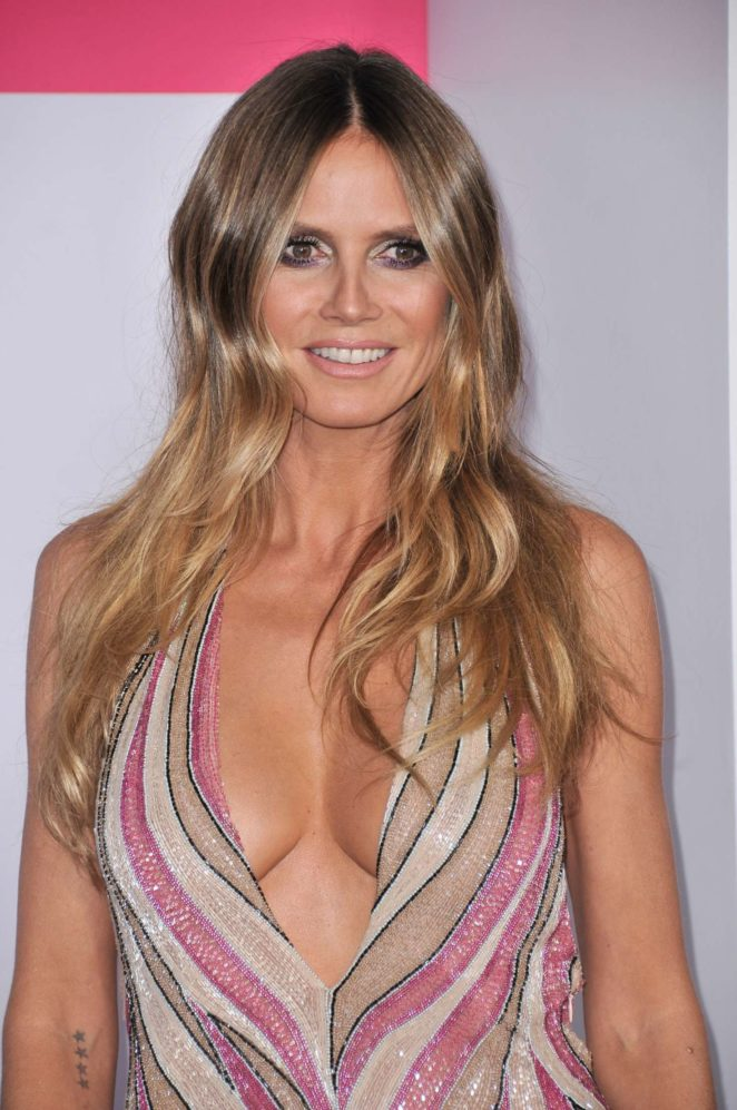 heidi klum 2017 american music awards in los angeles. Black Bedroom Furniture Sets. Home Design Ideas