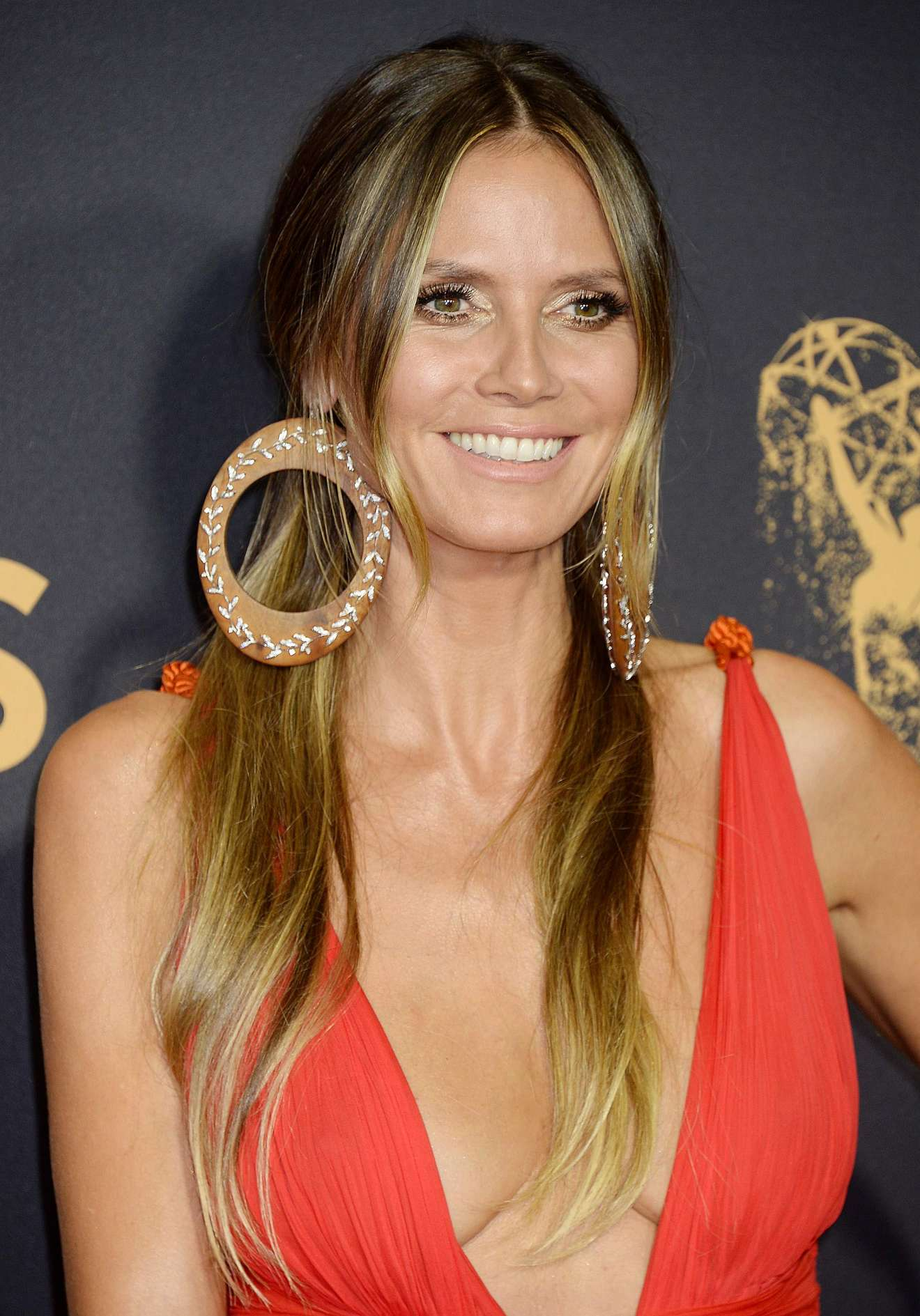 heidi klum 2017 primetime emmy awards in los angeles. Black Bedroom Furniture Sets. Home Design Ideas