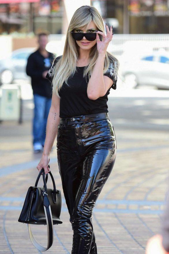 Heidi Klum - Arrives at the Pasadena Convention Center in Pasadena