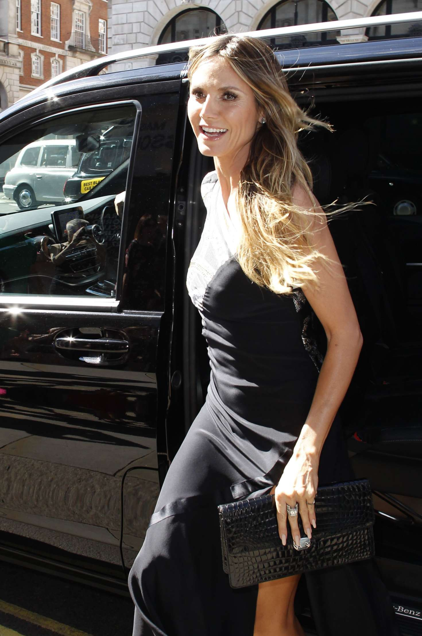 heidi klum arriving at her book singing with rankin in. Black Bedroom Furniture Sets. Home Design Ideas