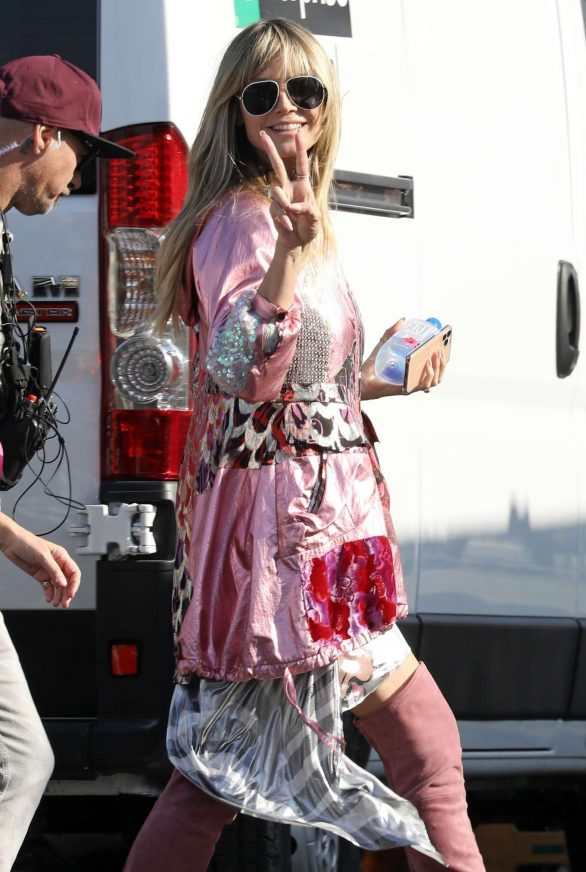 Heidi Klum - Heads to set off Germany's Next Topmodel in LA