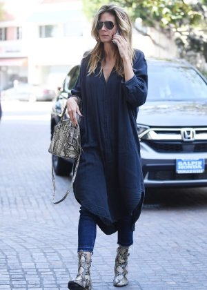 Heidi Klum in casual on beauty salon in Beverly Hills