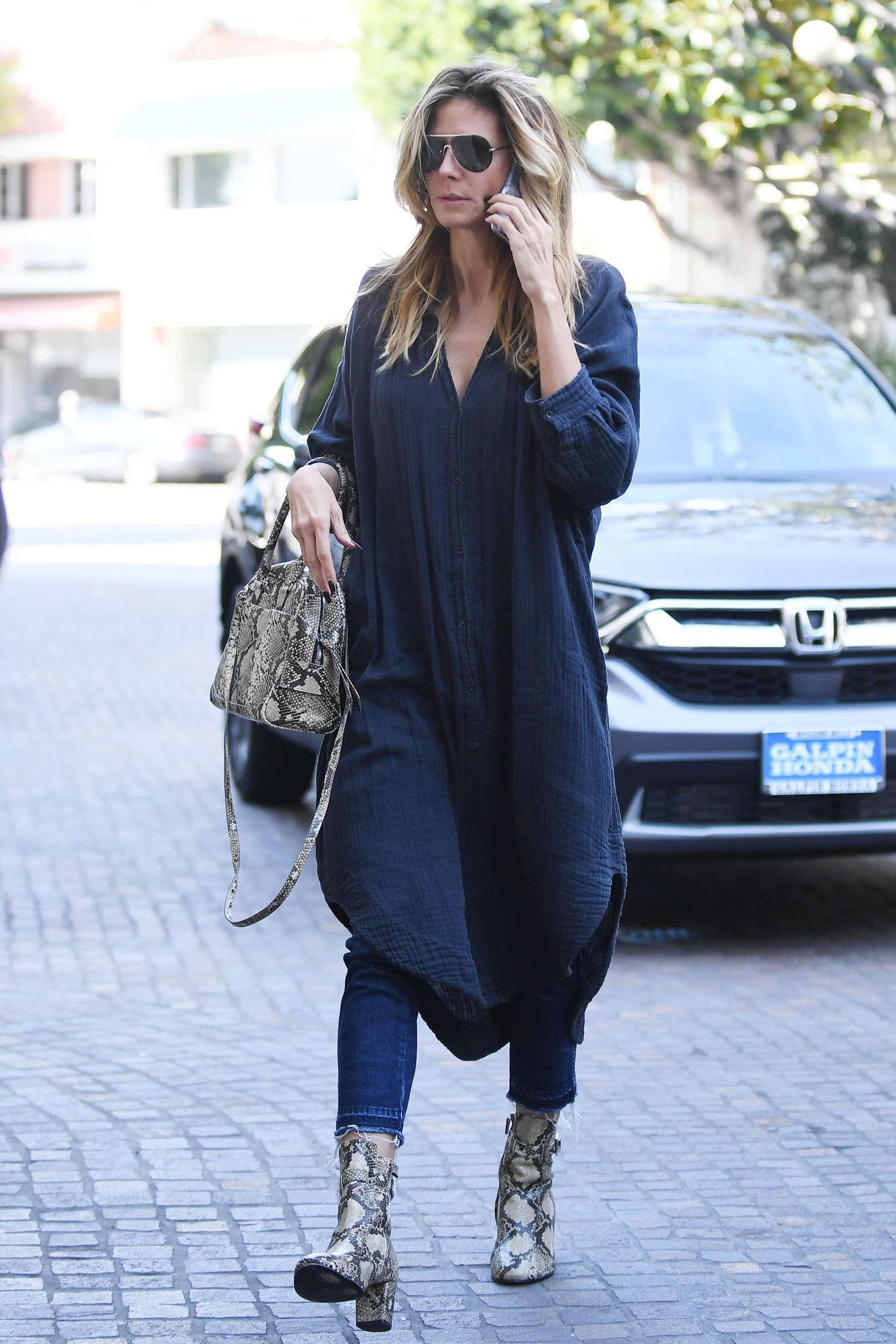 Heidi Klum in casual on beauty salon in Beverly Hills