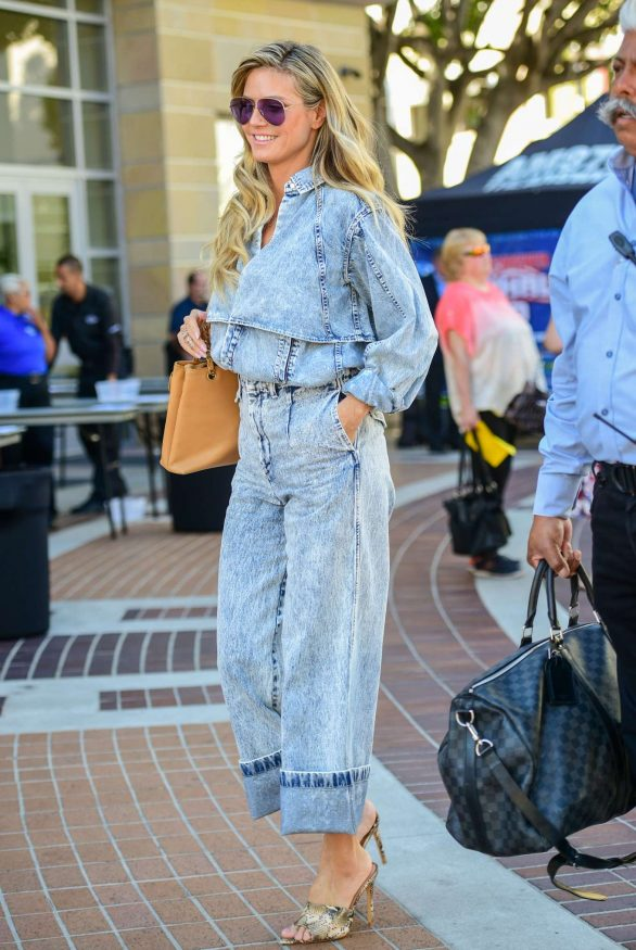 Heidi Klum - In jeans out in Los Angeles