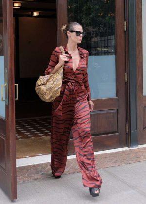 Heidi Klum Leaves her hotel in New York