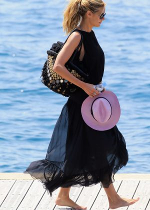 Heidi Klum - Leaving Eden Roc Hotel in Antibes