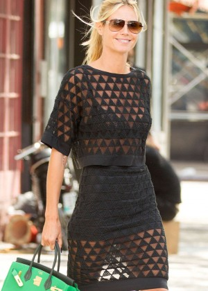 Heidi Klum - Leaving her apartment in NYC