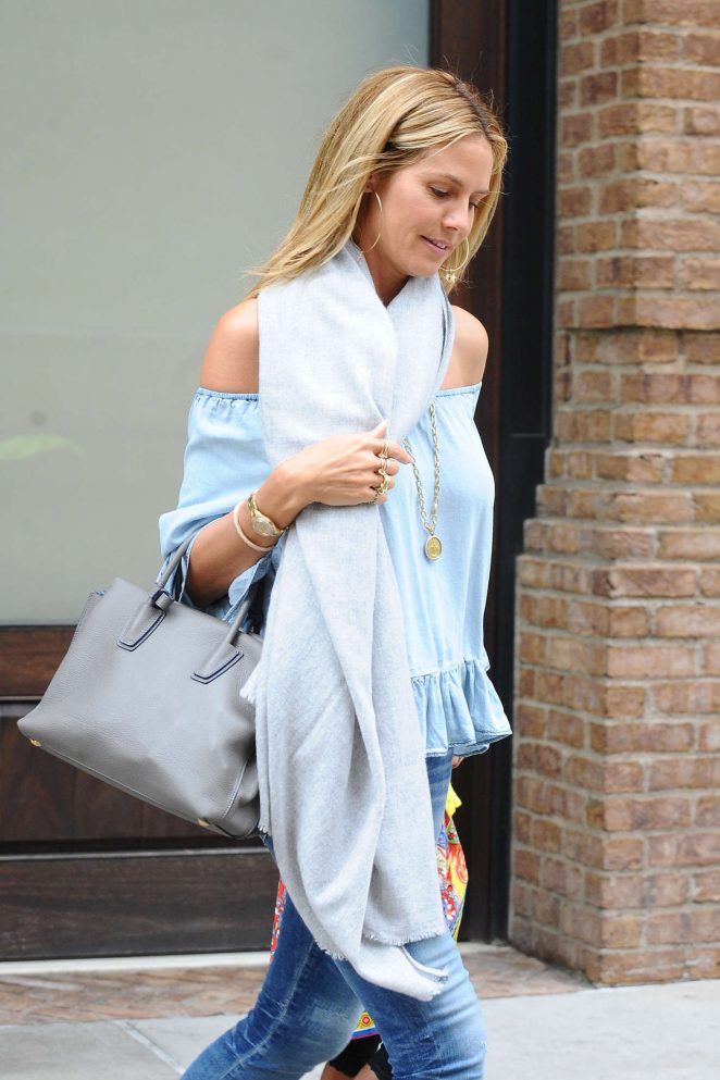 Heidi Klum Leaving her hotel -02