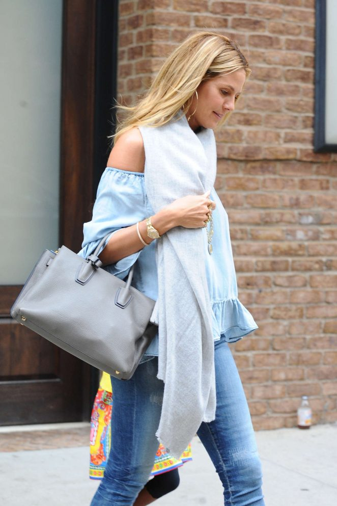 Heidi Klum Leaving her hotel -03