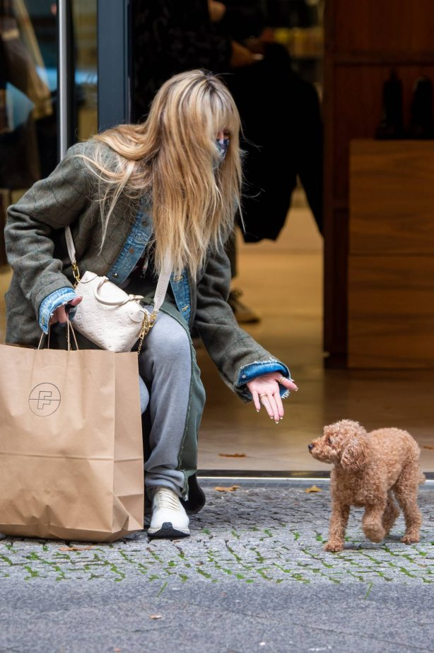 Heidi Klum - Shopping candids in Berlin