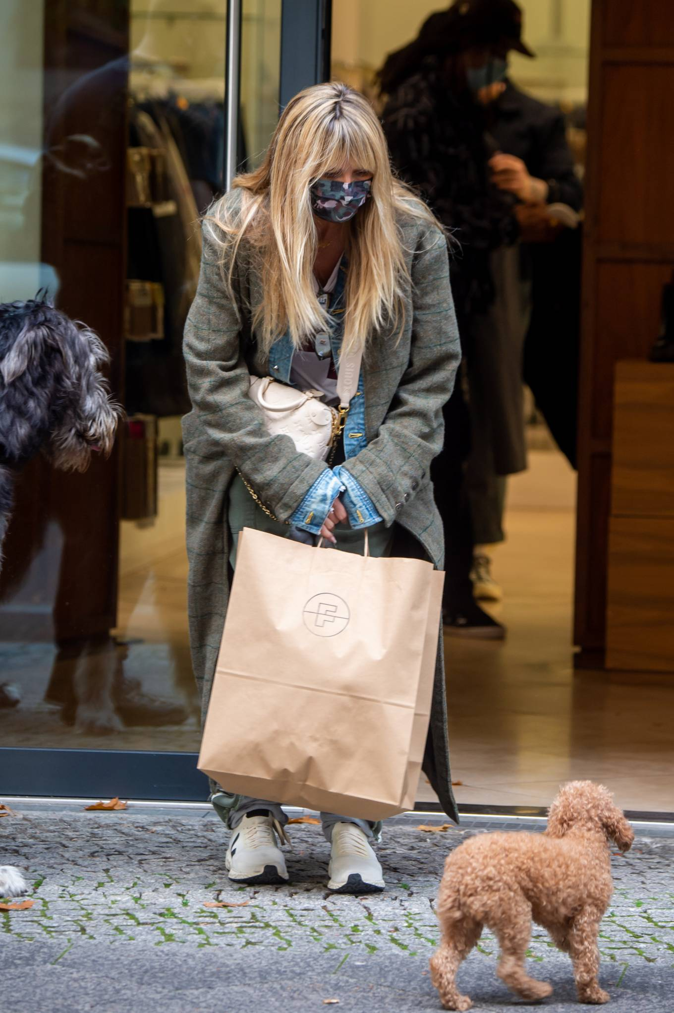 Heidi Klum 2020 : Heidi Klum – Shopping candids in Berlin-04
