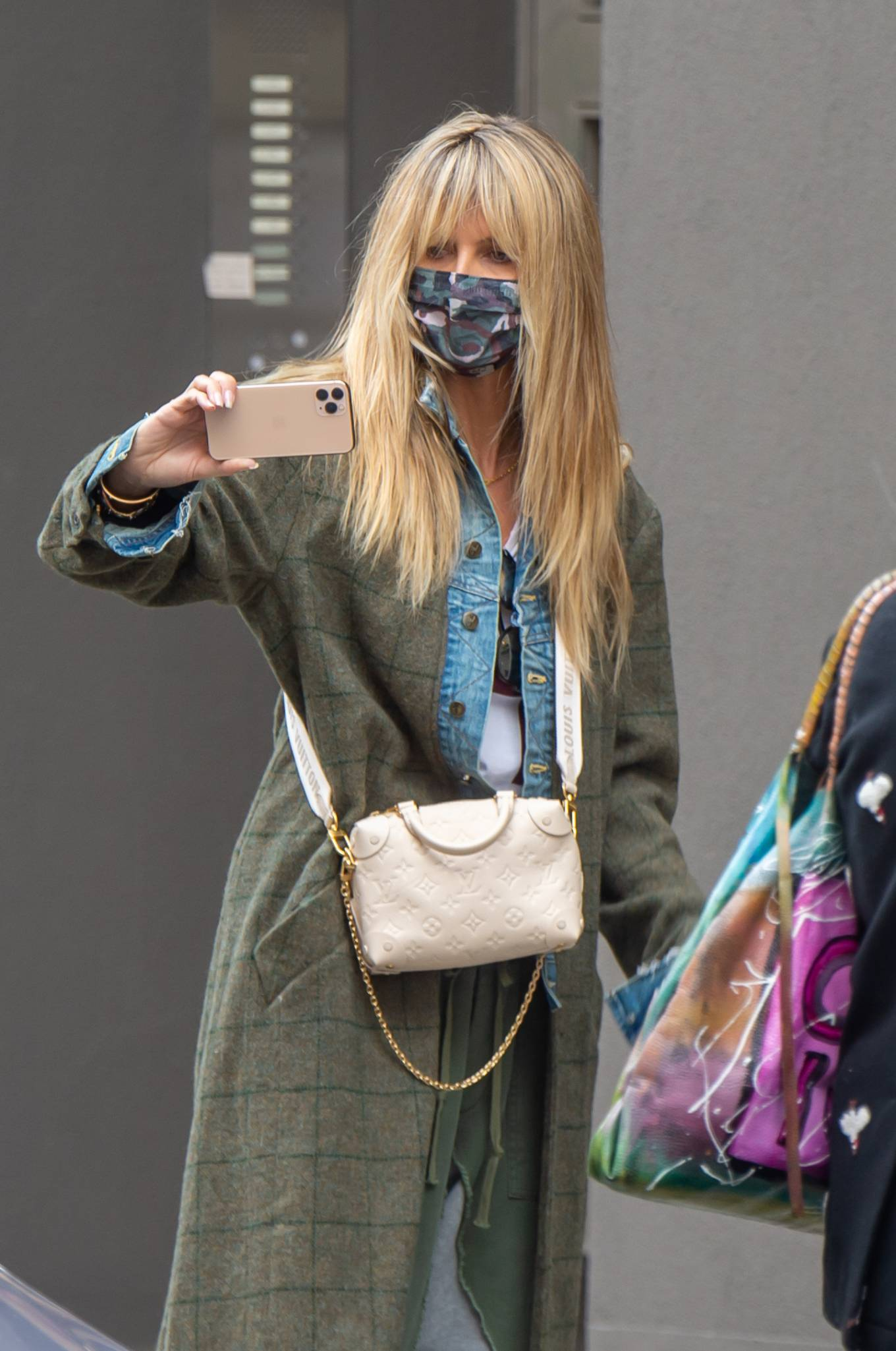 Heidi Klum 2020 : Heidi Klum – Shopping candids in Berlin-06