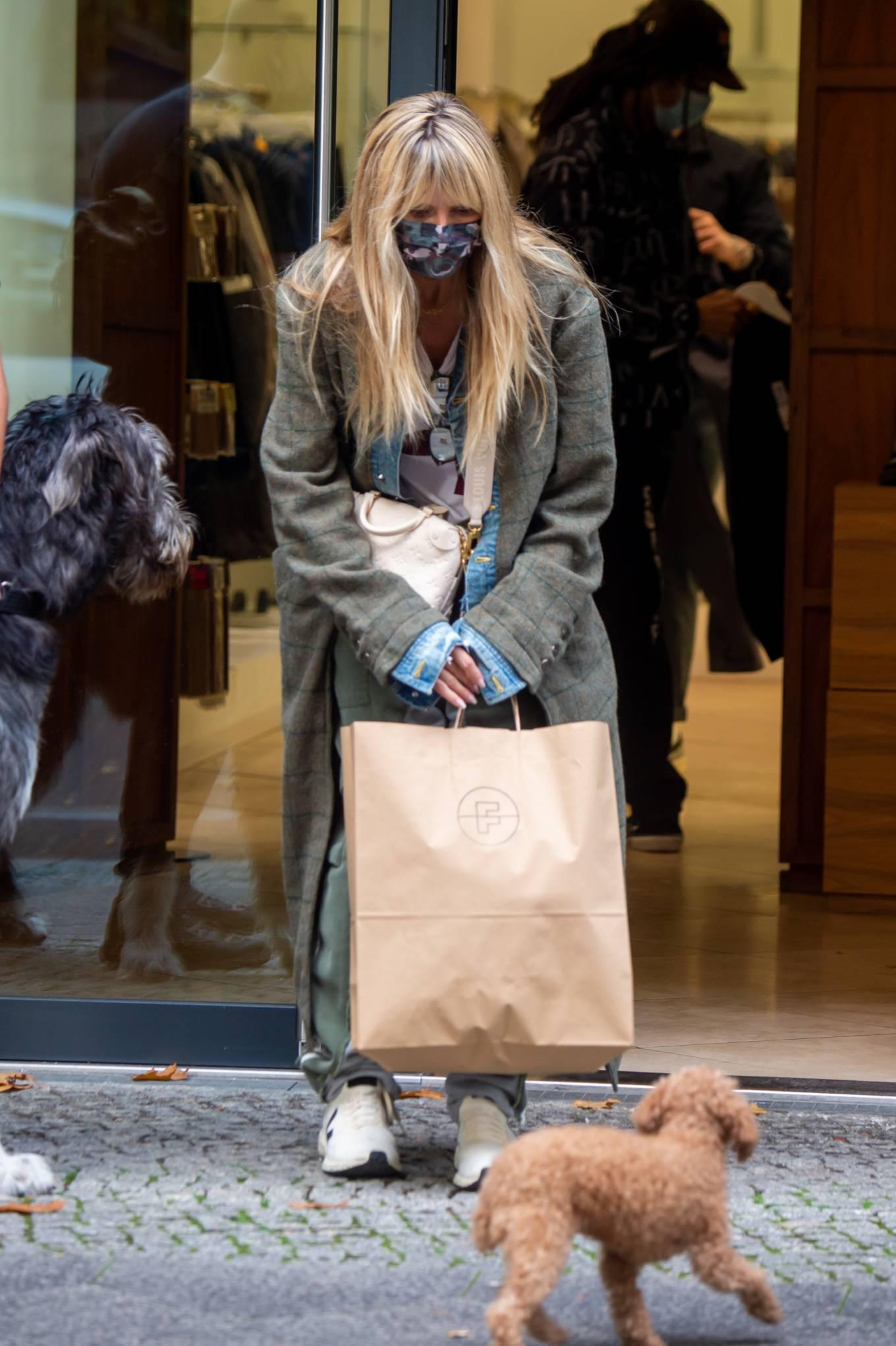 Heidi Klum 2020 : Heidi Klum – Shopping candids in Berlin-09