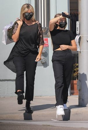 Heidi Klum - Shopping candids on Rodeo Drive with her daughter in Beverly Hills