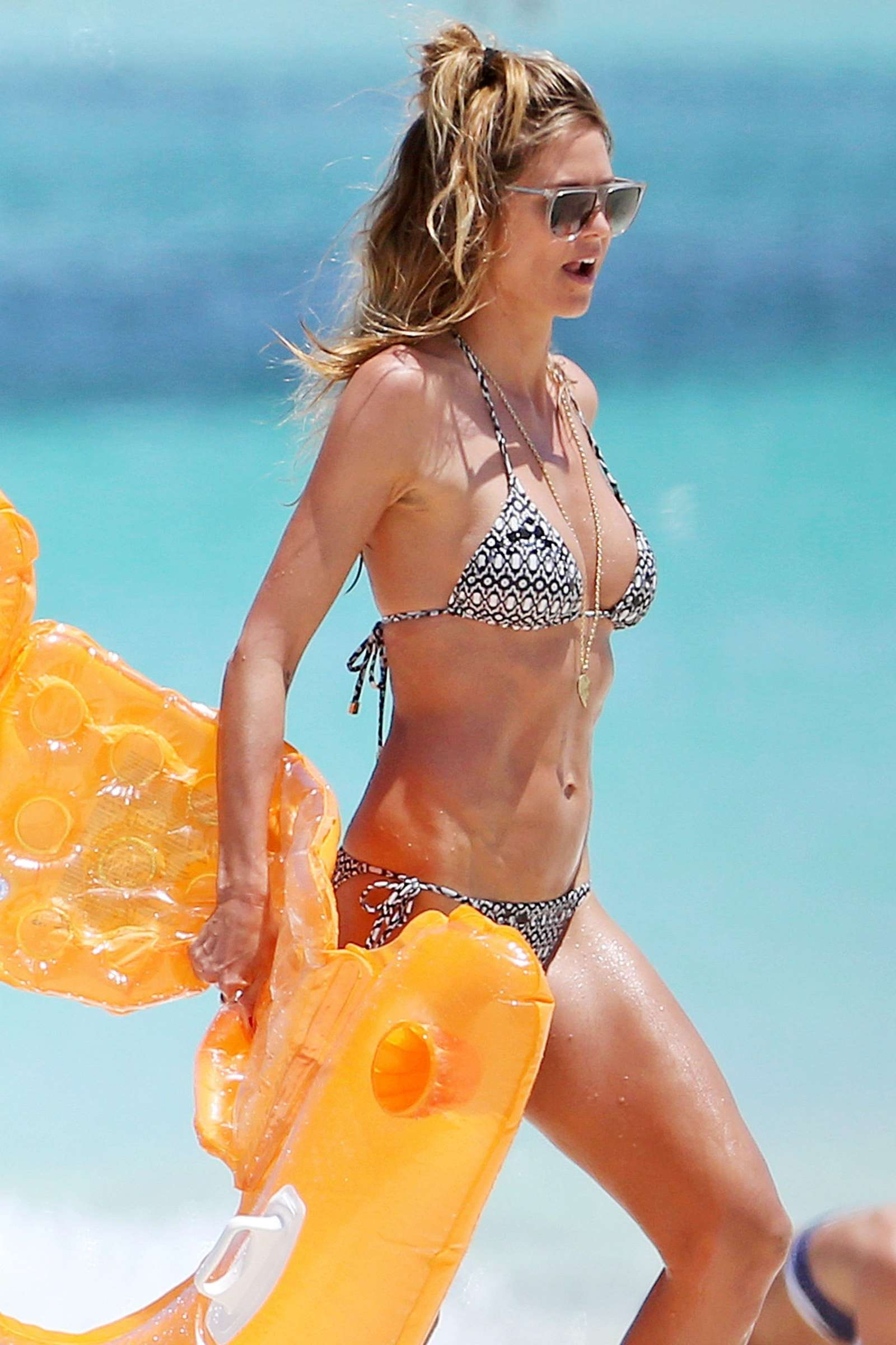 heidi klum wearing bikini in turks and caicon indian girls villa celebs beauty fashion. Black Bedroom Furniture Sets. Home Design Ideas