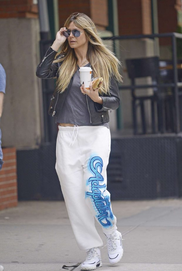 Heidi Klum: Wears no make-up while getting breakfast in NYC-01