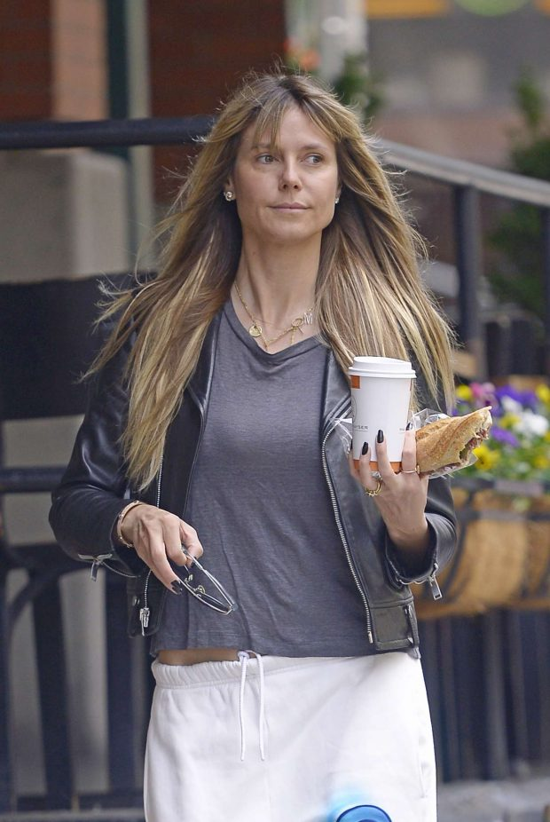Heidi Klum - Wears no make-up while getting breakfast in NYC