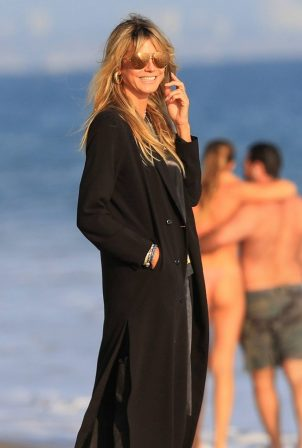 Heidi Klum with her family on the beach in Malibu