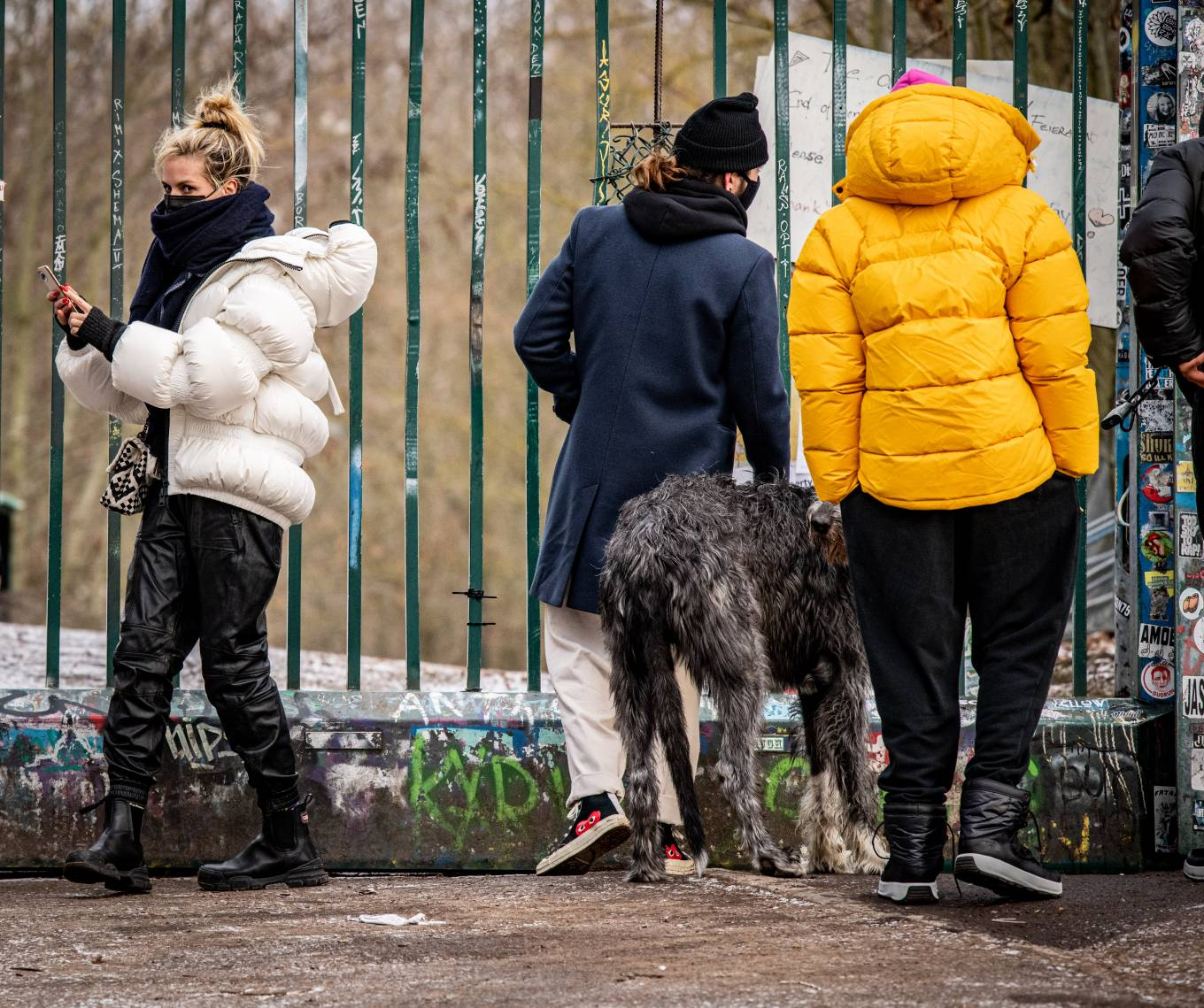 Heidi Klum - With the dogs at Teufelsberg hill area in Berlin