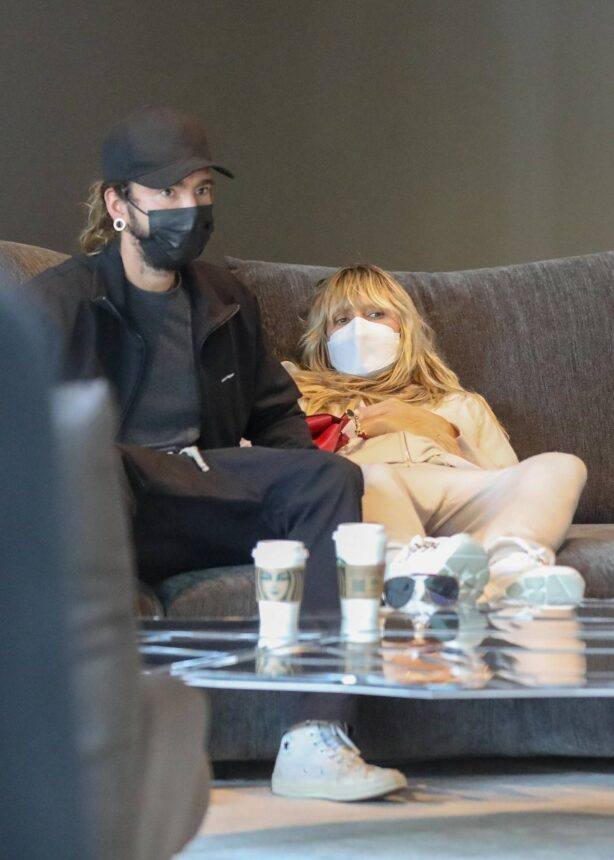 Heidi Klum - With Tom Kaulitz test couches for comfort at Edra in West Hollywood